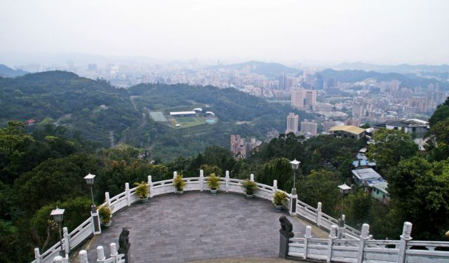 Taipei from Above: Maokong Hike and Gondolas
