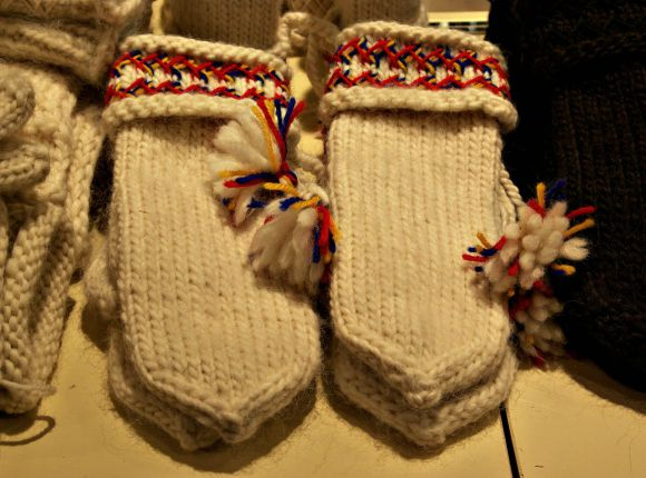 Wooly and Cosy Sweaters - Hand-Knitted Socks, Mittens and Cardigans
