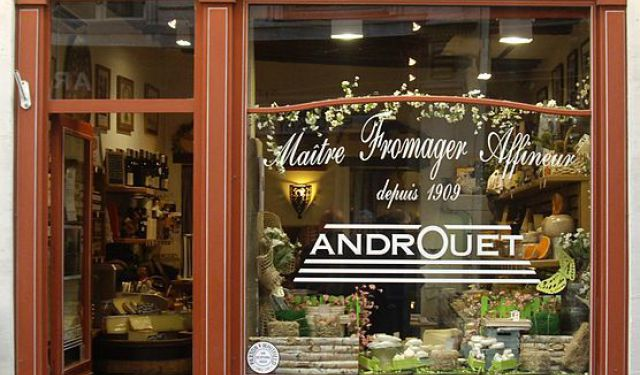 Carré Rive Gauche Antiques Hunting