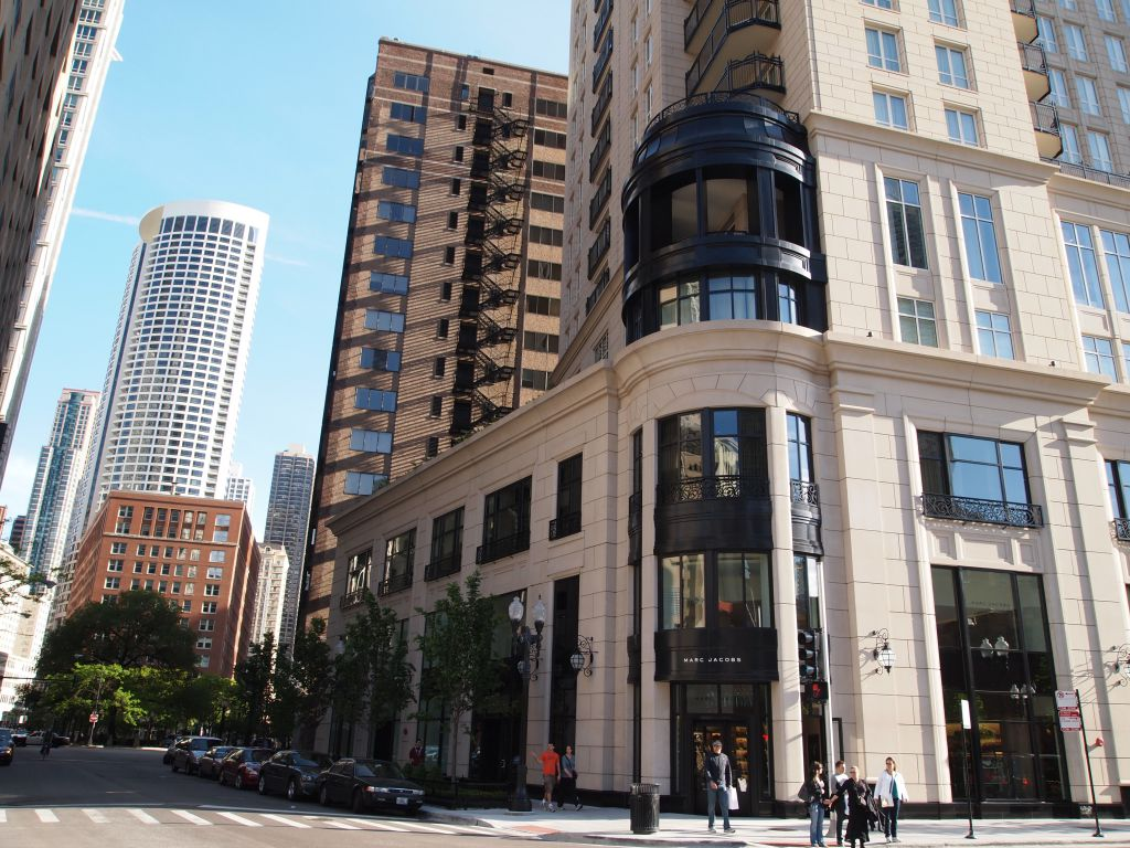 Magnificent Mile Area Shopping Walk