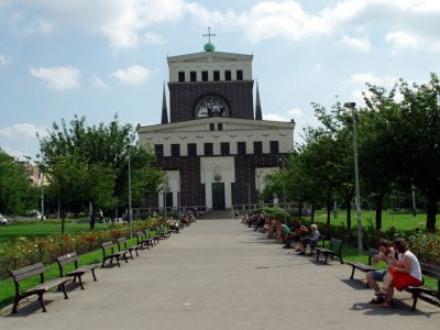 Jiriho z Podebrad Square, Church of the Most Sacred Heart of Our Lord