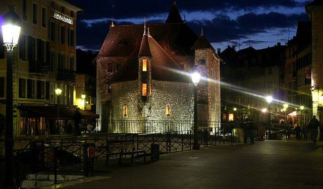 Nightlife Walk in Annecy