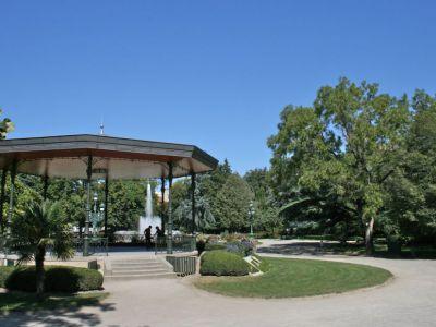 City orientation walk toulouse france for Boulingrin jardin