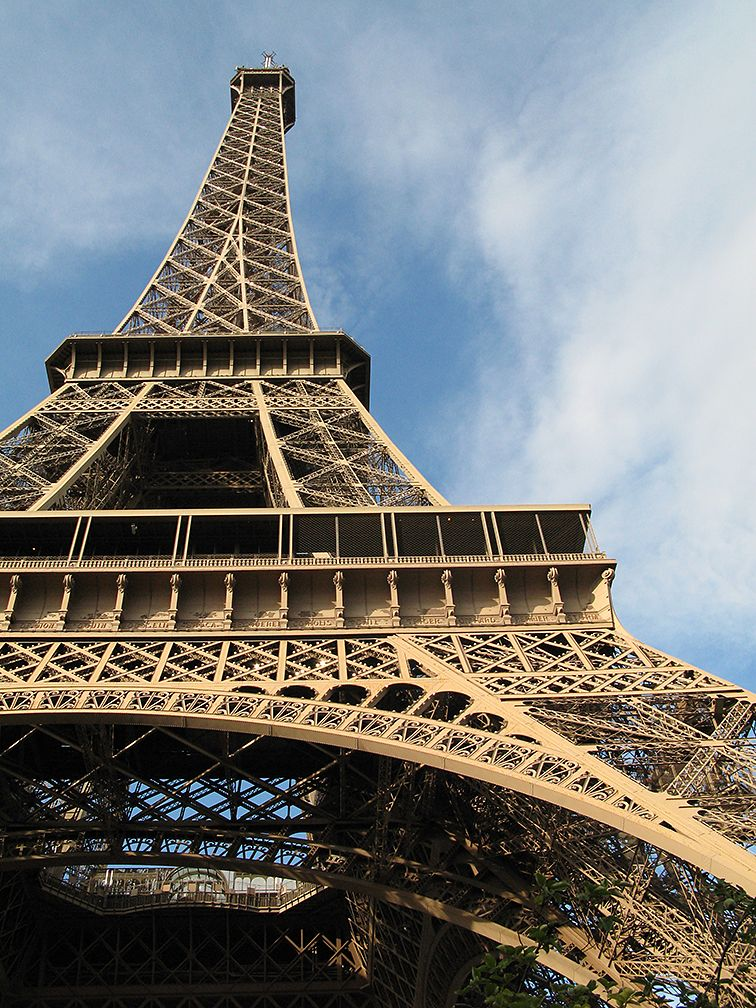 Which Metal Is Used To Build Eiffel Tower
