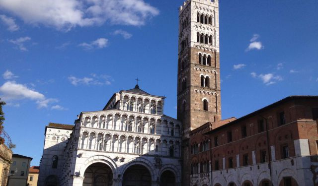 Strolling around Lucca, a Gem of Tuscany