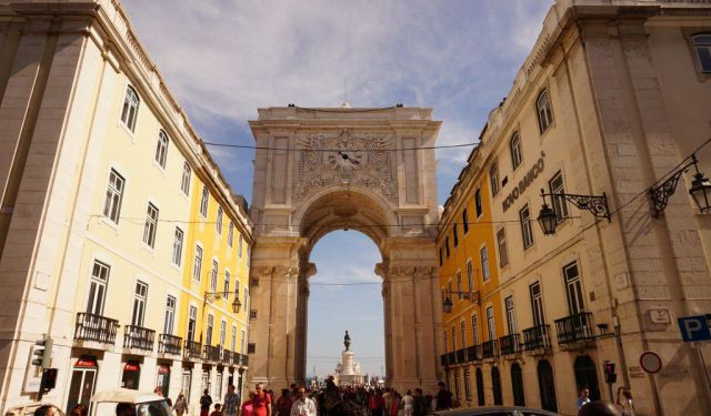 Lisbon – Sun-Bleached Monuments and Charming Neighborhoods