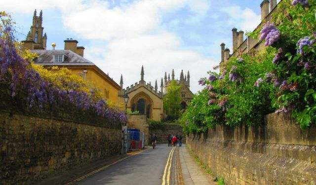 A Self Guided Walking Tour of Oxford England
