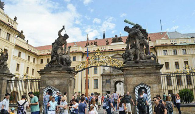 A Complete Guide to Prague Castle