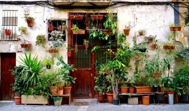 Neighborhoods of Barcelona: The Unpolished Charm of El Born