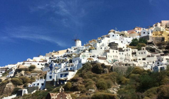 Top 5 Things to See and Do in Santorini
