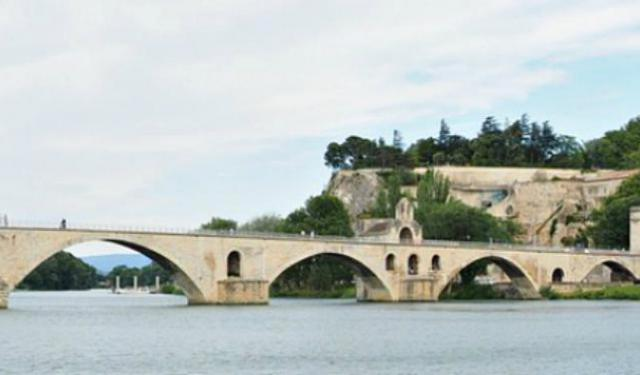Singing About the Avignon Bridge