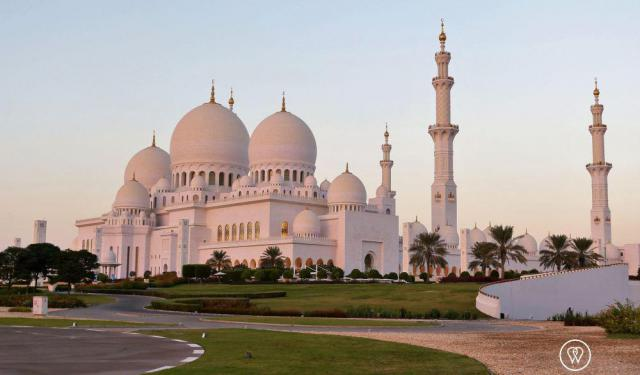 How to Visit a Mosque in Abu Dhabi
