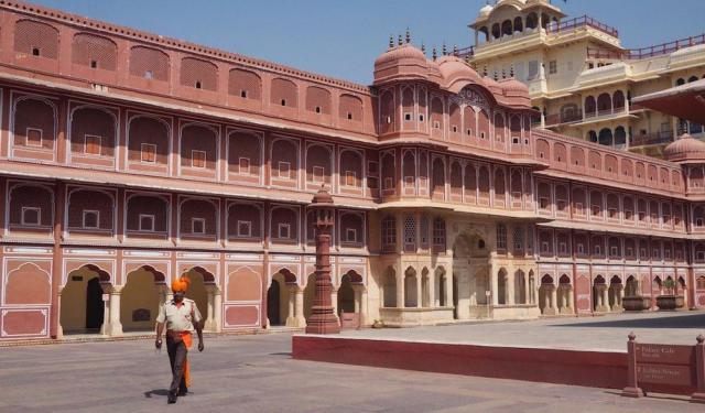 The Pocket-sized Gem of Jaipur