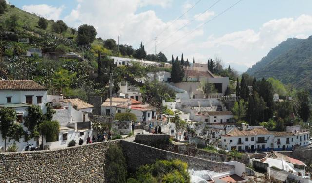 7 Self-Guided Walking Tours in Granada, Spain + Create Your