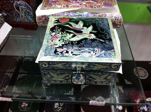 Traditional Korean Ornate (Mother of Pearl) Jewelry Box