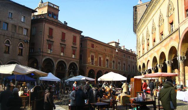 City Center Antiques Hunting Walk, Bologna