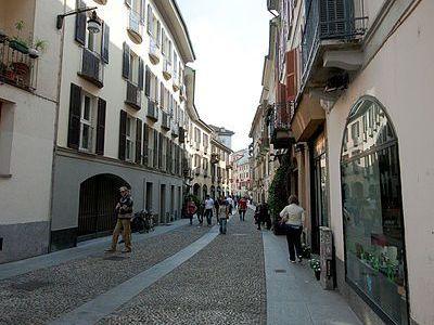 self guided walking tour milan italy