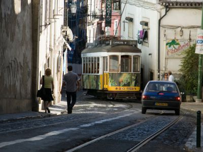 lisbon guided walking tours alfama bainza