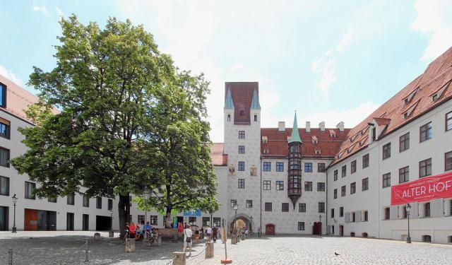 Palaces Walking Tour, Munich