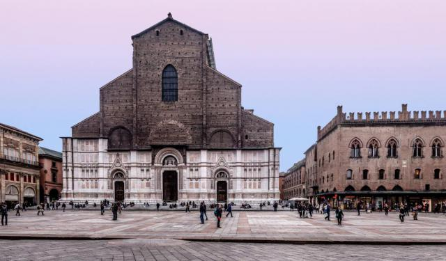Downtown Churches Walking Tour in Bologna, Bologna