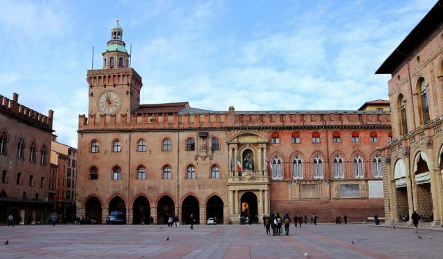 Palaces Walking Tour of Bologna