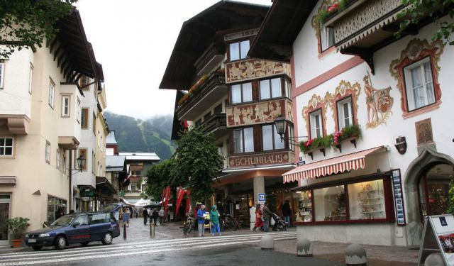 Shopping Walk in Zell-am-See