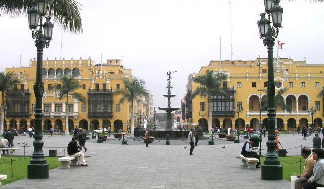 Souvenir Shopping, Lima