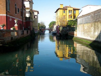 Canal Alley, Venice