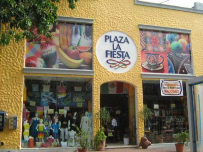 Plaza La Fiesta 47eb3f90050