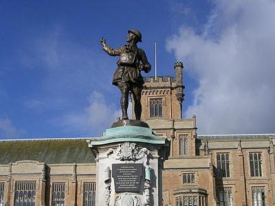 Tour of Nottingham's Statues and Monuments, Nottingham
