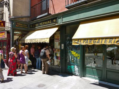 Sol souvenir shopping madrid spain - Casa hernanz madrid ...