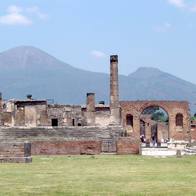 Italian Florence: 6 Self-Guided Walking Tours In Pompei, Italy + Create Your