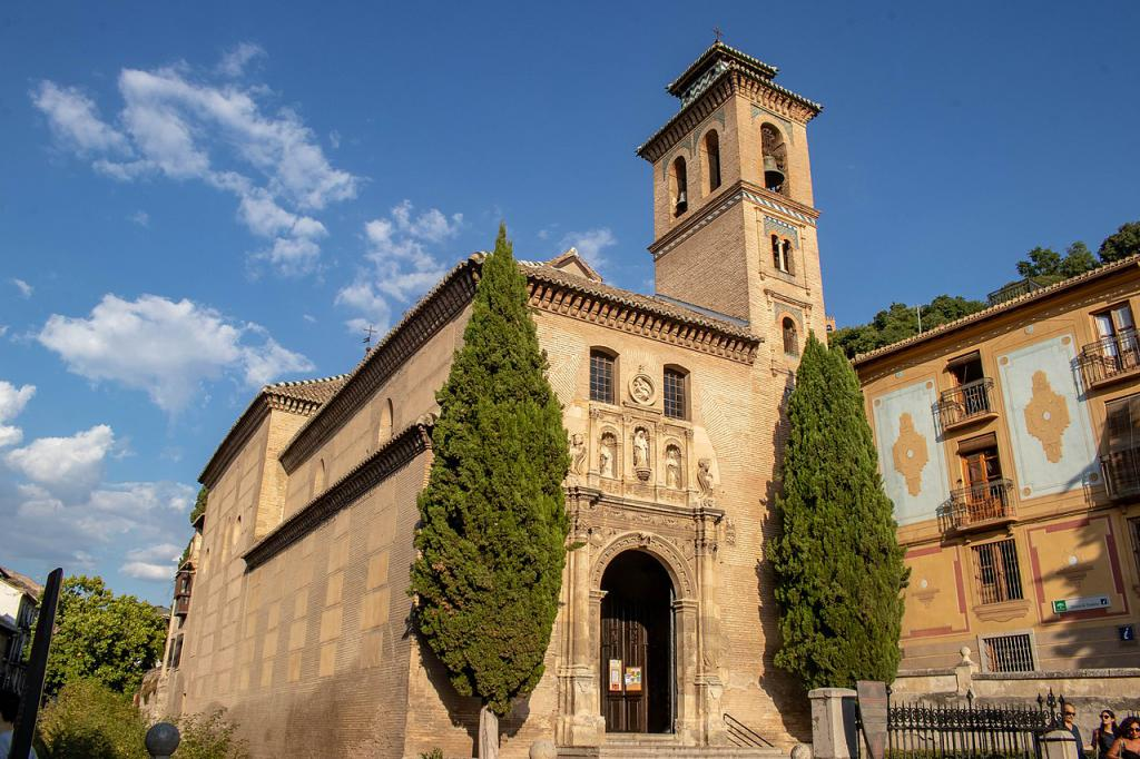 Church Of San Gil Y Santa Ana Granada