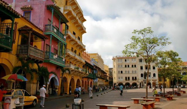 Cartagena Free Walking Tour (Into the walls of the city)