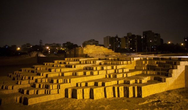 Lima Huacas & Larco Museum (Tour by Night with Dinner)